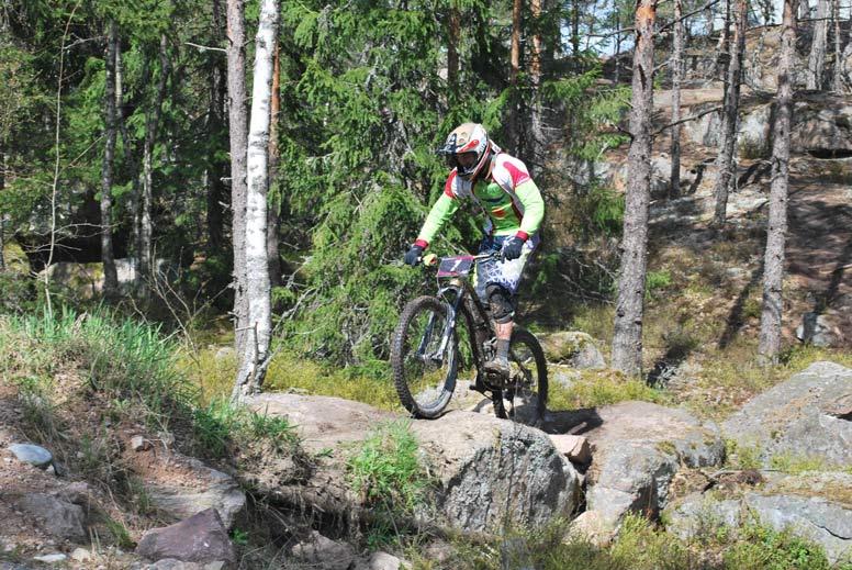 Pyöräily metsässä